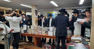 יריד הספרים של ה' טבת בבית משיח 770